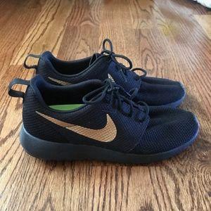 Nike Shoes - Nike Custom Roshe